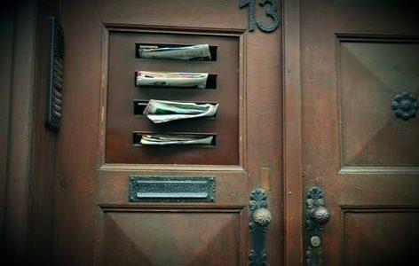 ¿Es válido notificar el acta por correo o depositándola en el buzón?