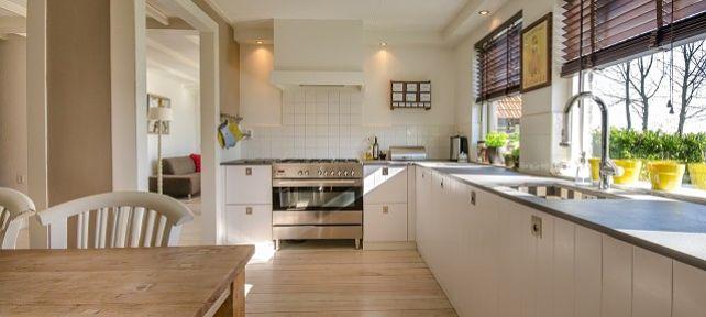 La propiedad de una vivienda por el arrendatario es causa de resolución del contrato de alquiler de renta antigua
