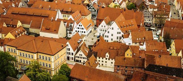 El derecho real de servidumbre como elemento común del edificio