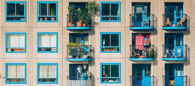 Al inquilino no le da igual quién sea el arrendador. La venta de viviendas públicas del IVIMA a empresas privadas
